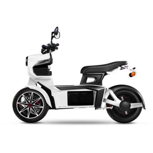 Scooter 3 roues électrique 125 Doohan iTank 125 blanc coté
