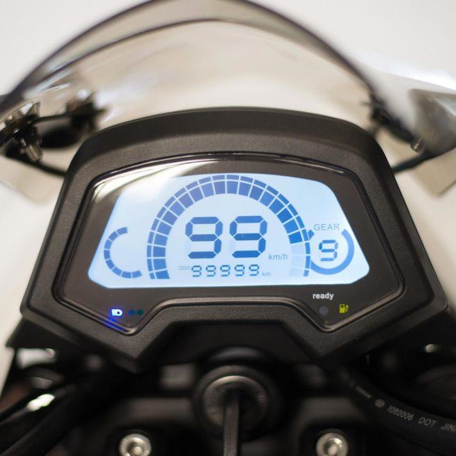 Scooter électrique Yadea Z3 blanc compteur