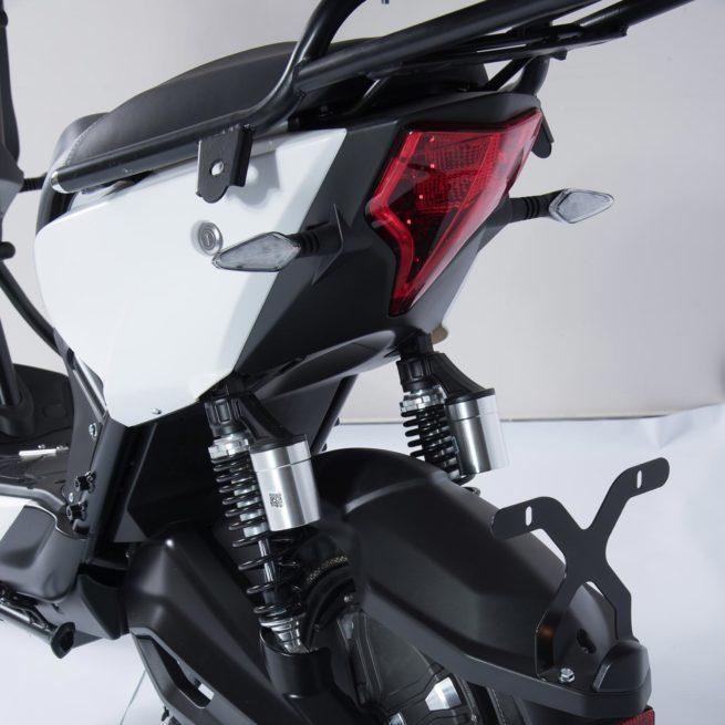 Scooter Electrique Yadea Z3 blanc feux arrières