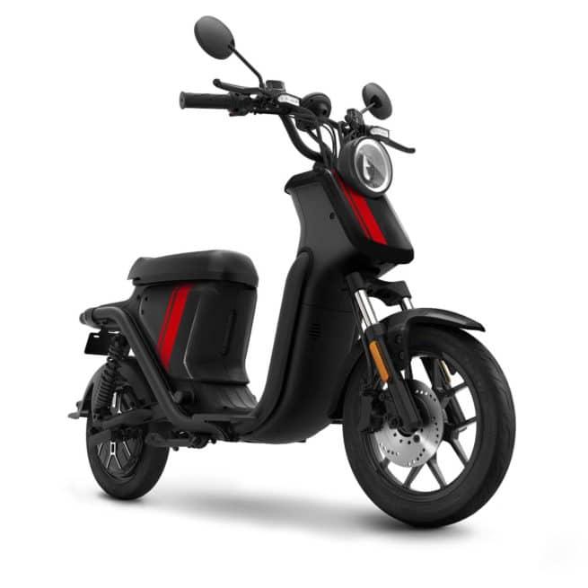 niu u uqi sport scooter électrique noir sur fond blanc