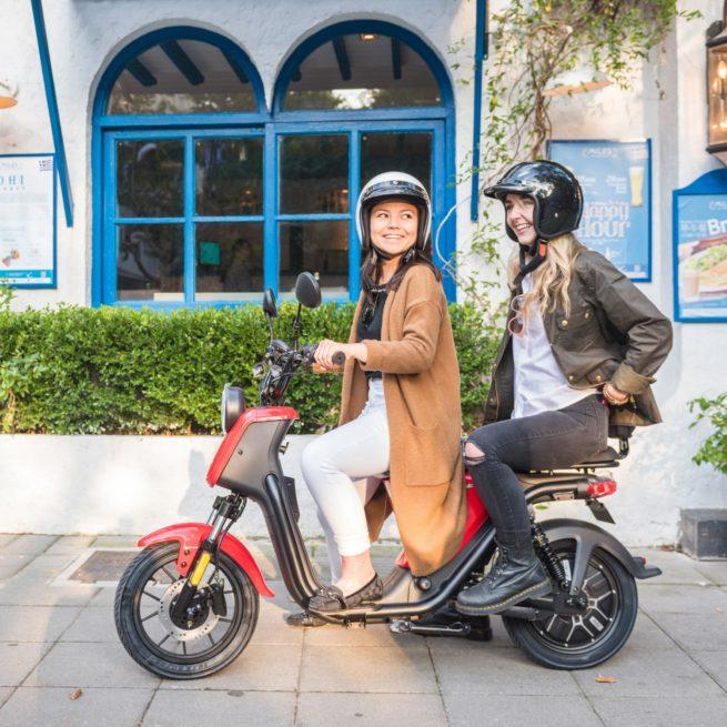 Scooter Electrique couple NIU U