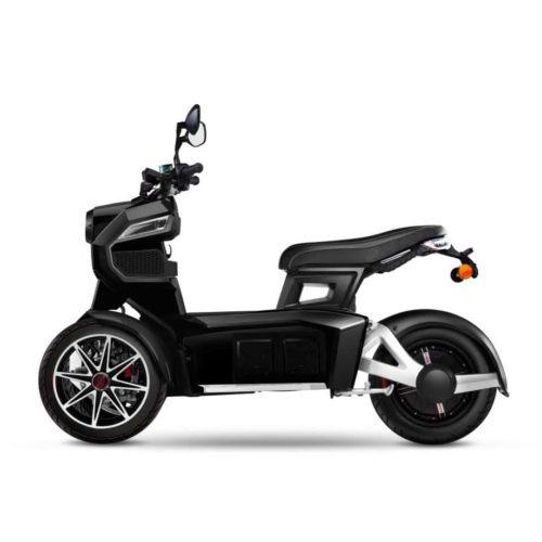 Scooter 3 roues électrique 125 Doohan iTank 125 noir coté