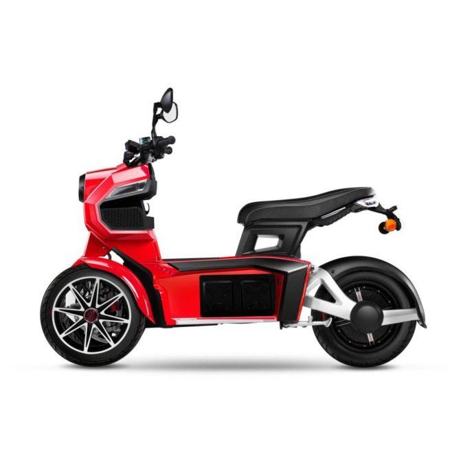 Scooter 3 roues électrique 125 Doohan iTank 125 rouge coté