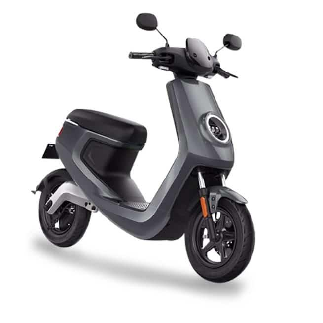 Le scooter électrique Niu M1 PRO gris batterie lithium amovible recharchageable à domicile, scooter éligible à la prime écologique dans certaines villes, moins de 2 000 €, livraison à domicile, sans permis. Scooters électriques