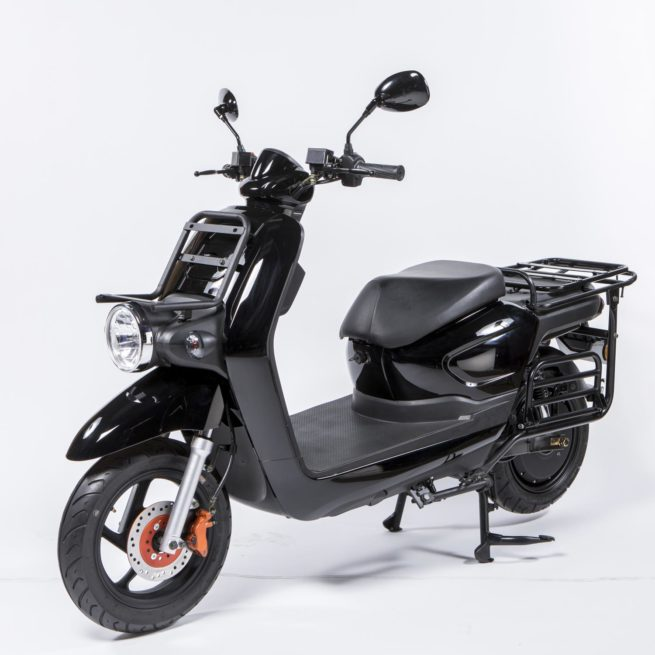 Scooter électrique pour la livraison, dédié aux professionnels, Pink Mobility Pink Up noir, 3 quarts