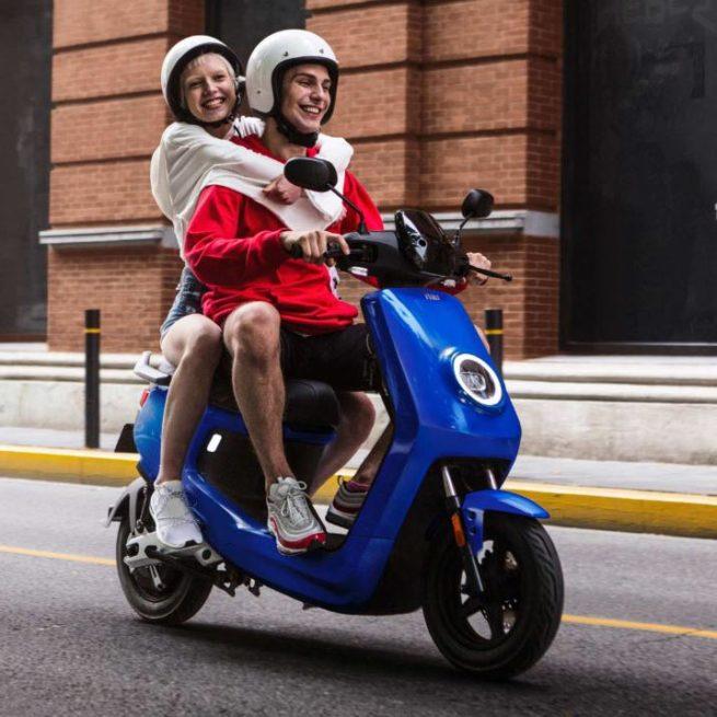 Scooter Electrique NIU M+ bleu passager 2 places
