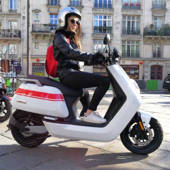 Le Scooter Electrique NIU N-PRO en ville