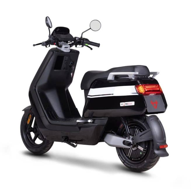 Niu NGT NQI GT scooter electrique jeune femmme homme chic
