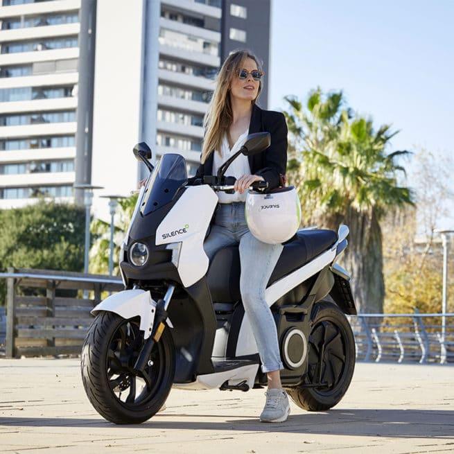 scooter-electrique-silences01-conducteur