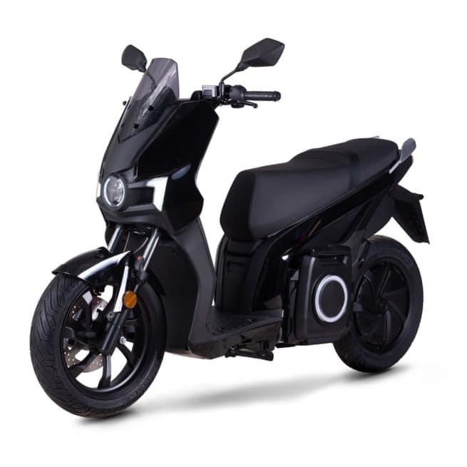 Silence s01 scooter electrique jeune femmme homme pratique