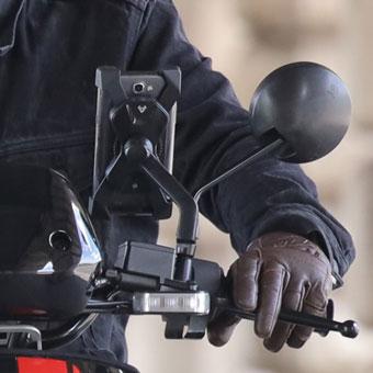 smartphone connecté au scooter