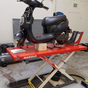 Niu Paris : scooter Niu en réparation dans l'atelier SAV