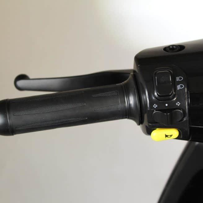 Orcal E2R scooter electrique jeune femmme homme pratique léger maniable