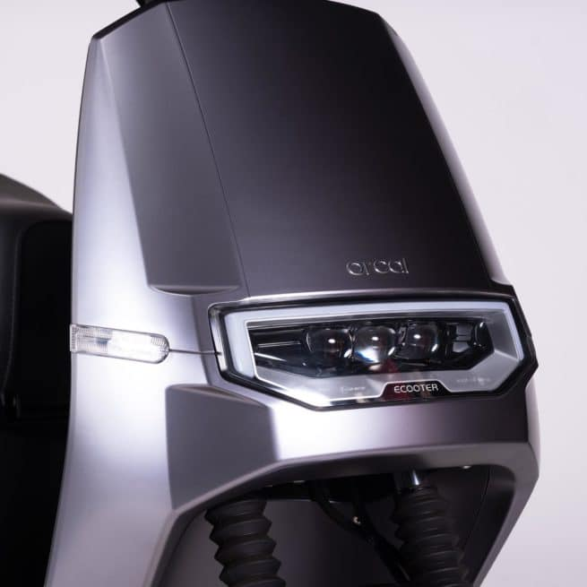 Orcal E2 scooter electrique moderne lithium ion LED phare