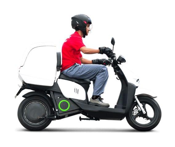 Livreur sur un scooter Silence