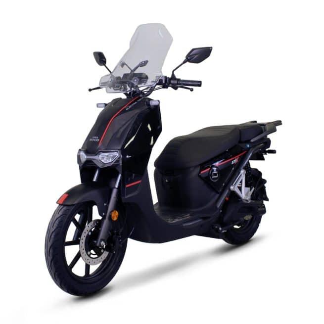 Super Soco CPX scooter electrique petit grand pieds au sol