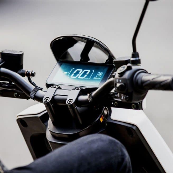 vue tableau de bord scooter electrique livraison