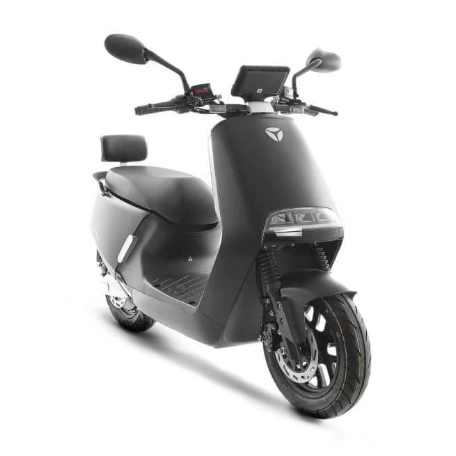 yadea g5 pro noir trois scooter électrique deux batteries 50cm3