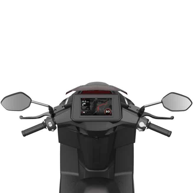 vue du tableau de bord du scooter electrique ave ecran