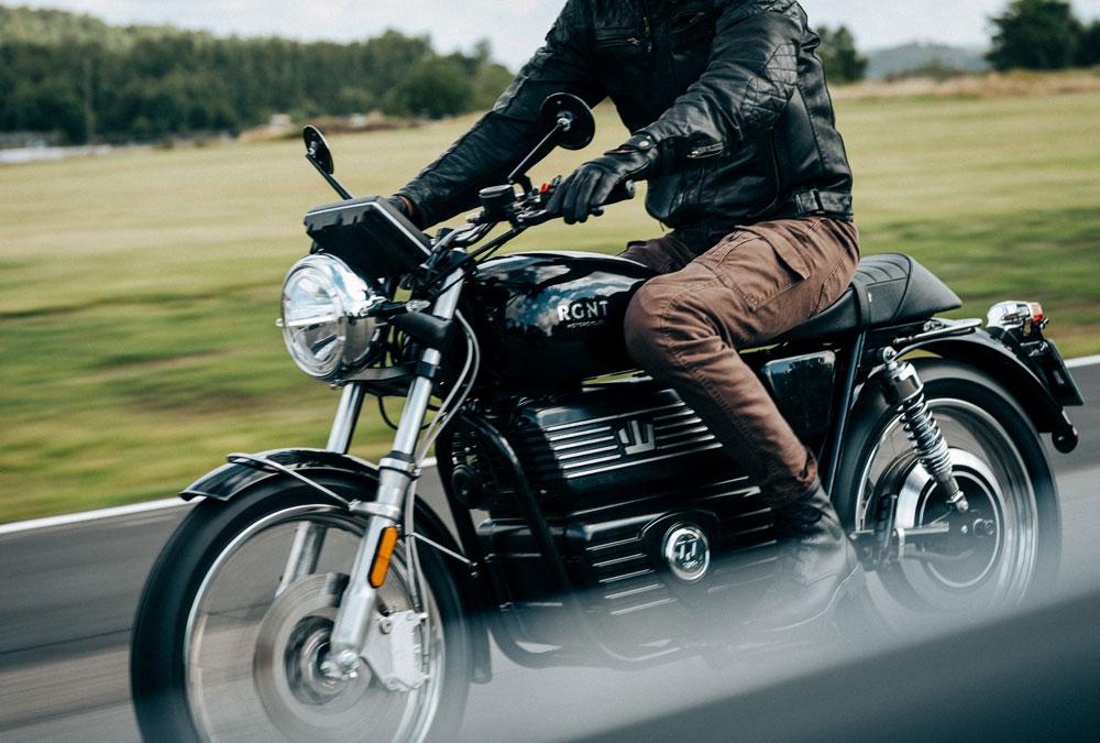 RGNT moto électrique route