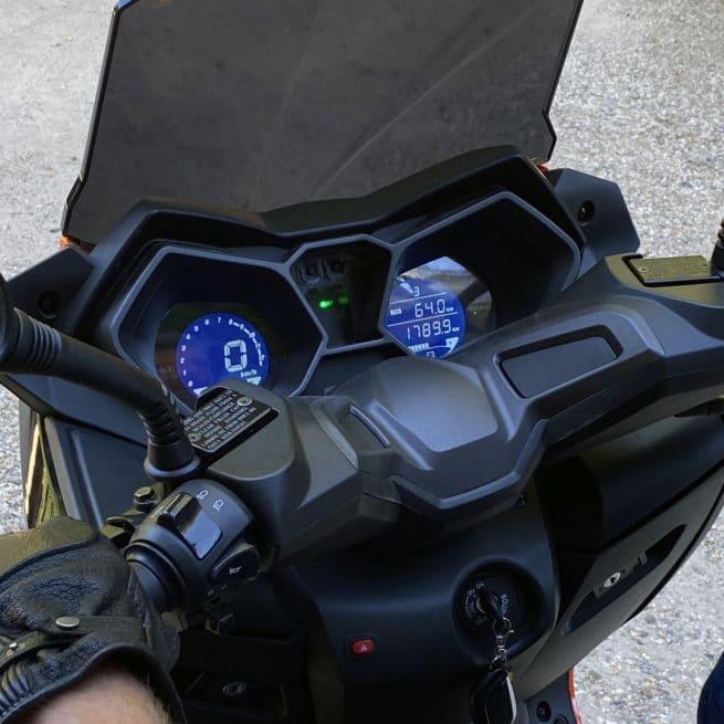 maxi scooter électrique compteur tableau de bord