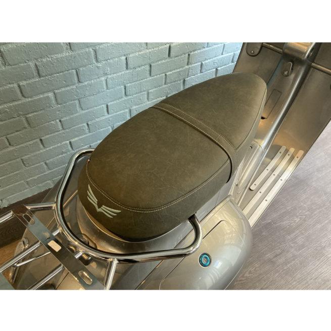 selle premium cuir fabrication française scooter électrique lisse vert tanné