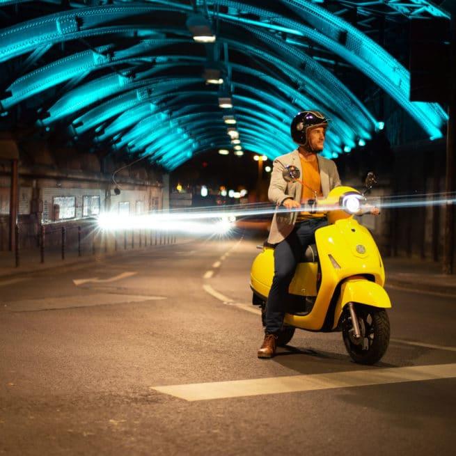 kumpan 54 inspire scooter électrique nuit feu halogène