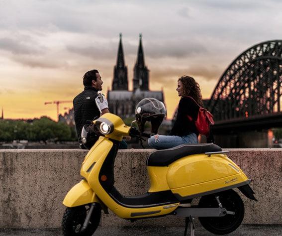 kumpan scooter électrique jaune