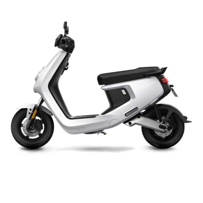 niu mqi+ sport blanc deux roues électrique connecté antivol GPS 4G
