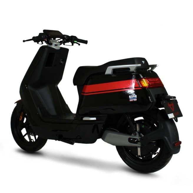 Niu NQi GTS scooter electrique jeune femmme homme pratique léger maniable