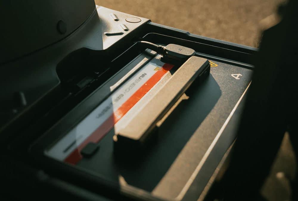 batterie amovible Niu NQi GTS capot ouvert