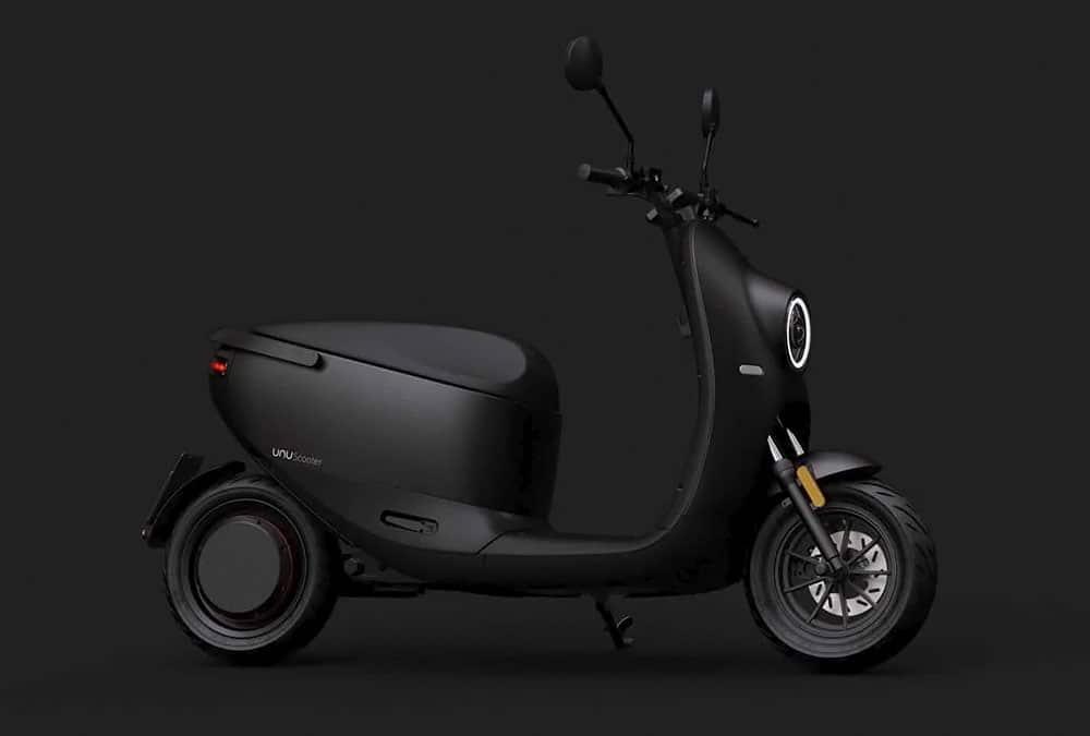 unu scooter v2 noir sur fond noir