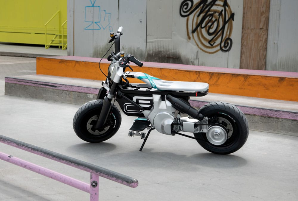 bmw ce 02 dans la rue