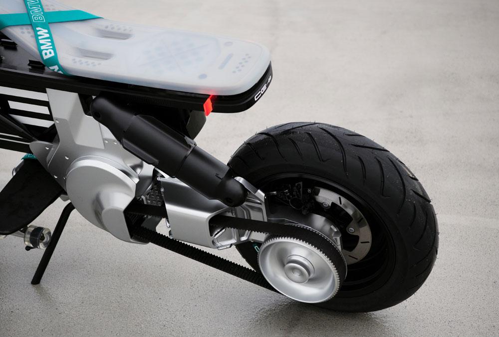 moteur, courroie et selle du BMW CE 02